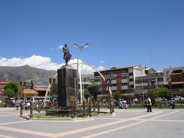La Plaza Constitucion con el parque y catedral 1