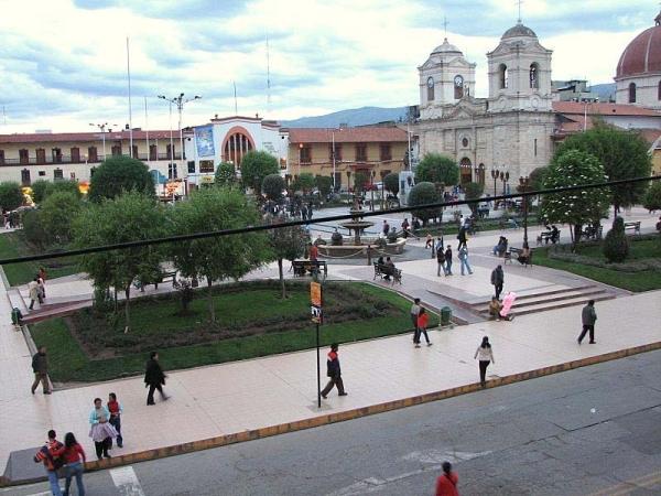 La Plaza Constitucion con el parque y catedral 2