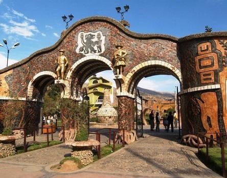 Entrada al parque de la Identidad Huanca